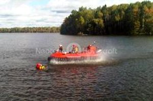 Photo Neoteric hovercraft on water