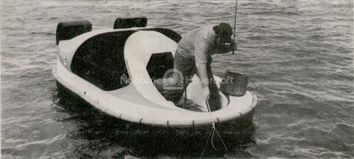Photo early hovercraft fishing boat
