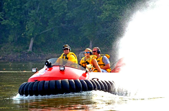 Neoteric hovercraft rescues boat Wabash River Water rescue equipment