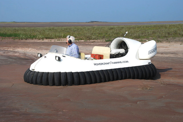http://photos.neoterichovercraft.com/galleries/miscellaneous/Spotlight2/photos/model1874.jpg
