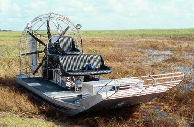 Image airboat vs hovercraft
