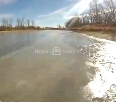 Video Hovercraft flies over broken ice
