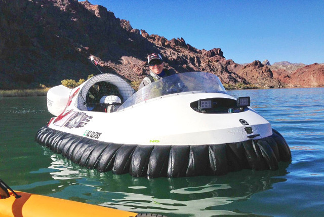 http://photos.neoterichovercraft.com/galleries/recreational/main/photos/mountainsgmonne~2.jpg