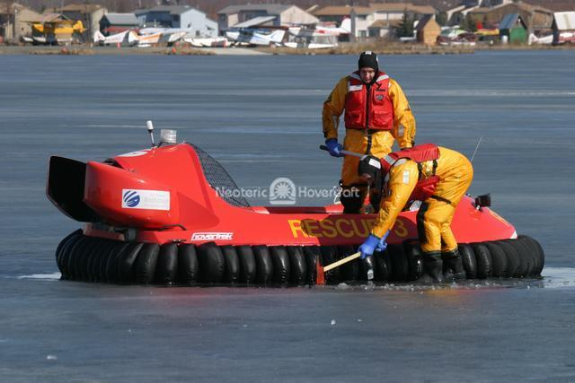 Experimenting with different ice rescue methods