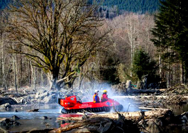 Image Oso Washington mudslide Rescue hovercraft