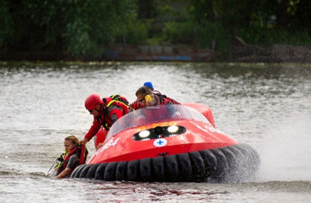 Photo Neoteric Rescue Hovercraft Poland WOPR Hovercraft water rescue
