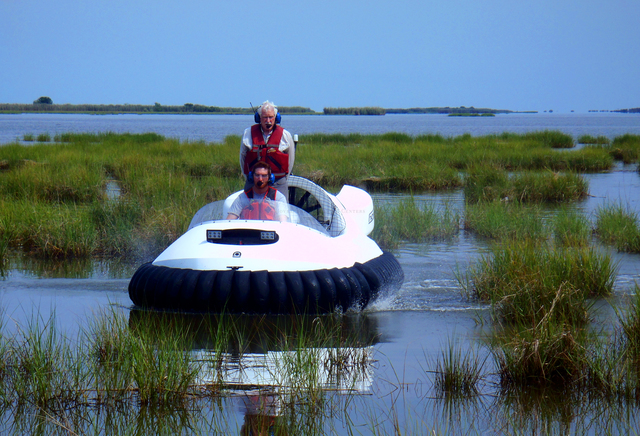 Image Commercial hovercraft Great Lakes Dredge and Dock Co